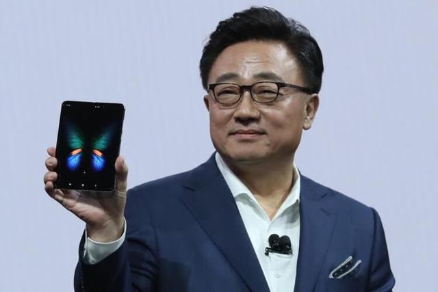 Samsung не знает, когда выйдет Galaxy Fold, и возвращает деньги по предзаказам