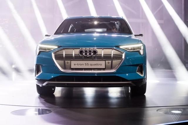 Audi вынуждена сократить производство электрокаров e-tron