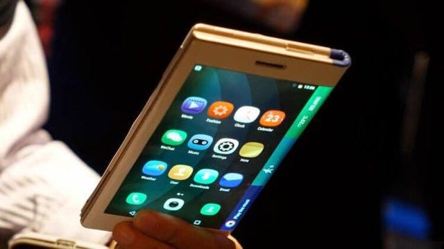 Складной Galaxy Fold показался на официальном видео