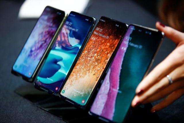 Американская версия Galaxy S10 или российская: кто быстрее